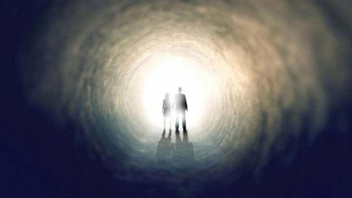 Reconocido neuropsiquiatra afirma que los individuos a punto de morir obtienen visitas del más allá