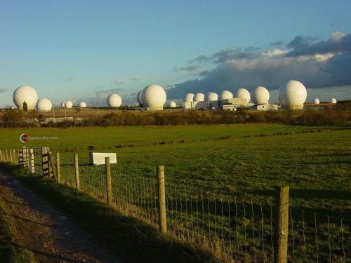 red echelon estamos siendo vigilados y controlados en todo momento