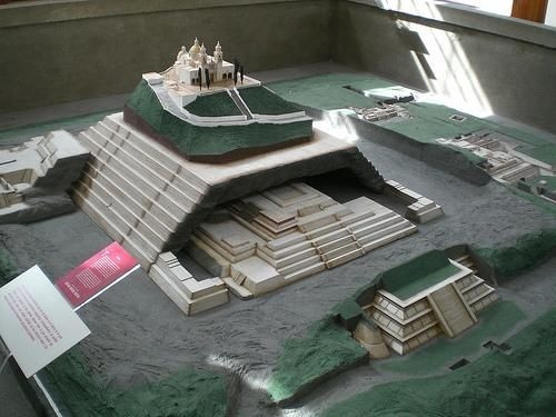 El gigante constructor de pirámides según la leyenda azteca