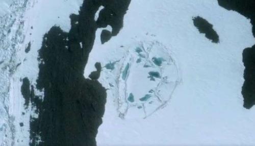 """Antártida: Emerge una """"inmenso estructura que pudiera ser un edificio"""""""