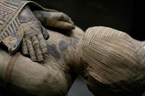 ¿La momificación egipcia bajó de un procedimiento de preservación más antigua y, quizás, reversible?