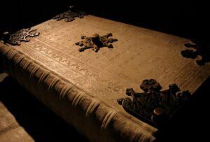 El Codex Gigas: El Enigma Sin Aclarar De La Inmenso Biblia Del Diablo