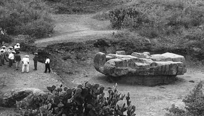 El Dios Tláloc y su raro monumento en forma de vehículo espacial