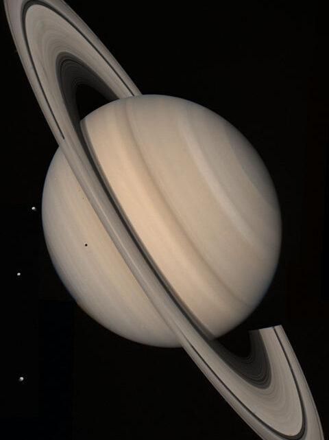 """El Enigma de las Naves Galácticas en Saturno de 49.890 kilómetros de Longitud / Segun NASA Los Mundos """"Volantes"""" Podrían ser más Habituales que las Estrellas"""